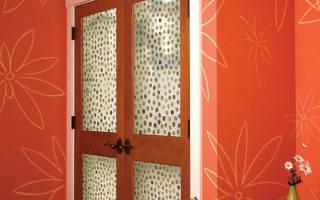 Как преобразить старую деревянную дверь?