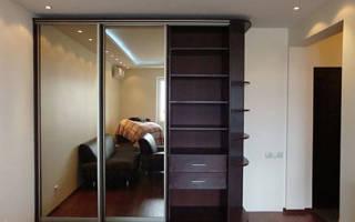 Как натянуть потолок если стоит шкаф купе?