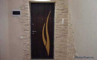 Почему отпотевает входная железная дверь?