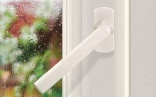 Как прикрутить ручку к пластиковой двери?