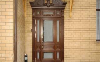 Чем можно обить деревянную дверь?