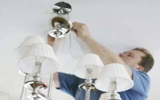 Как самостоятельно повесить люстру