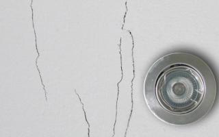 Как заделать трещины на потолке перед побелкой