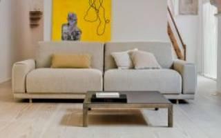 Как удалить пятна со светлого дивана?