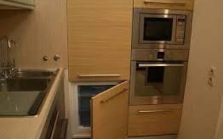 Можно ли поставить холодильник в шкаф купе?