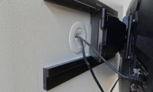 Как спрятать телевизионный кабель на стене