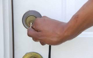Как открыть магнитную защелку на двери?