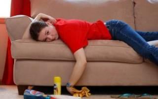 Как почистить обивку дивана от засаленности